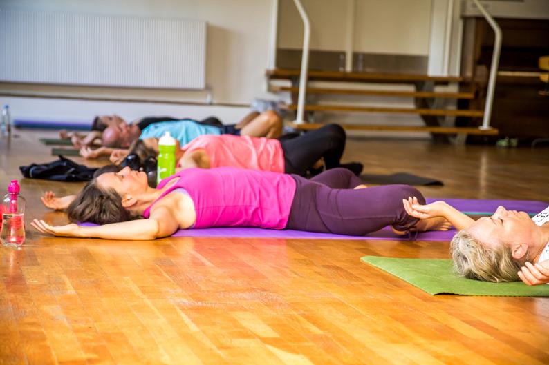 Fitness-yoga on back
