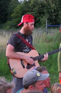 Socialisering-Ronnie guitar