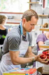 Volunteers-strawberrywashing